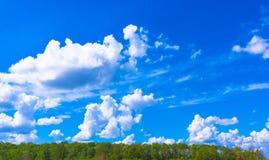 Nubi bianche nel cielo Fotografie Stock Libere da Diritti