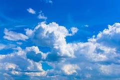 Nubi bianche nel cielo Immagine Stock