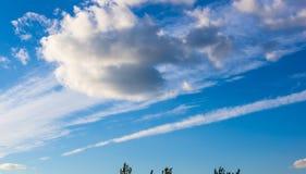 Nubi bianche nel cielo Fotografia Stock