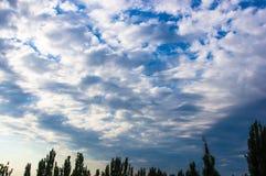Nubi bianche nel cielo Fotografia Stock Libera da Diritti