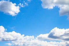 nubi bianche su cielo blu Fotografia Stock Libera da Diritti