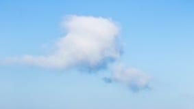 nubi bianche su cielo blu Immagini Stock Libere da Diritti