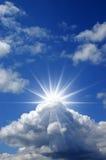 Nubi blu piene di sole Fotografie Stock Libere da Diritti