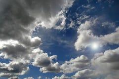 Nubi in cielo blu immagine stock libera da diritti
