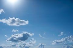 Nubi in cielo blu Fotografie Stock Libere da Diritti