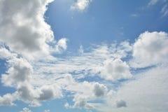 Nubi con cielo blu Fotografie Stock Libere da Diritti