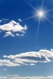 Nubi del cielo del sole di alba fotografia stock