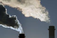 Nubi di fumo tossiche pericolose Fotografia Stock Libera da Diritti