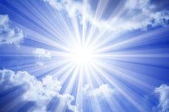 Nubi di Sun del cielo Fotografia Stock