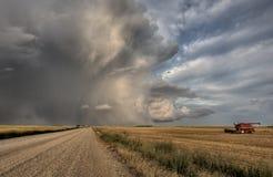 Nubi di tempesta della strada della prateria Fotografia Stock Libera da Diritti