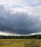 Nubi di tempesta e del campo Immagine Stock Libera da Diritti