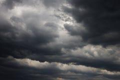Nubi di tempesta scure. Fotografia Stock