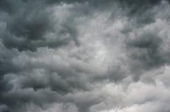 Nubi di tempesta scure Immagine Stock