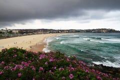 Nubi di tempesta sopra Bondi fotografie stock