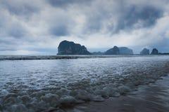 Nubi di tempesta sopra il mare Fotografie Stock Libere da Diritti