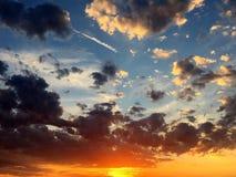 Nubi drammatiche del cielo fotografia stock libera da diritti