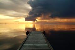 Nubi drammatiche sopra il lago bear Immagini Stock Libere da Diritti