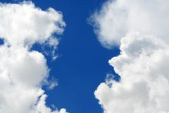 Nubi in due colonne Fotografie Stock Libere da Diritti