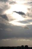 Nubi e cielo di Sillhouetted Fotografia Stock Libera da Diritti