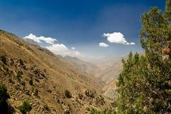 Nubi e cielo sopra le montagne Immagini Stock Libere da Diritti