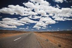 Nubi e la strada Fotografia Stock