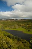 Nubi e loch scozzese Fotografia Stock