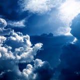Nubi e luce solare Immagini Stock