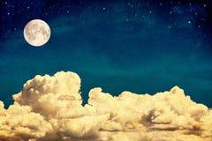 Nubi e luna di sogno Immagini Stock