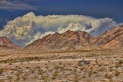 Nubi e montagna Fotografia Stock Libera da Diritti