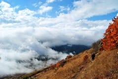 Nubi e montagne Fotografia Stock