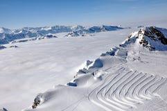 Nubi e nebbia qui sopra, paesaggio pieno di sole di inverno, alpi Fotografia Stock Libera da Diritti