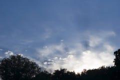 Nubi e raggi Fotografia Stock