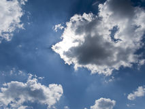 Nubi e un cielo blu Fotografie Stock Libere da Diritti