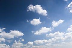 Nubi e un cielo blu Fotografia Stock