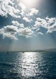 Nubi ed il mare. Fotografie Stock Libere da Diritti