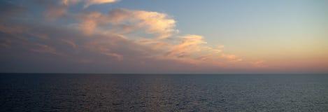 Nubi in mare Immagini Stock