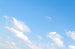 Nubi nel cielo blu Fotografia Stock Libera da Diritti