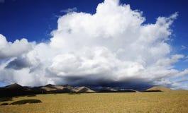 Nubi nel plateau del Qinghai-Tibet Immagine Stock Libera da Diritti