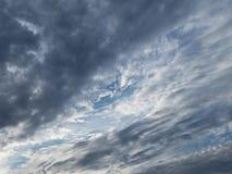 Nubi scure che coprono il sole Immagini Stock Libere da Diritti