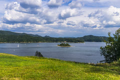 Nubi sopra il lago Fotografia Stock Libera da Diritti