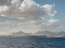 Nubi sopra il Mar Rosso. Immagini Stock