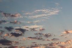 Nubi sopra il mare fotografia stock