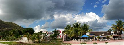 Nubi sopra l'isola di St.Maarten Immagini Stock Libere da Diritti