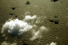 Nubi sopra l'oceano Immagine Stock