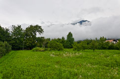 Nubi sopra le alpi Immagini Stock