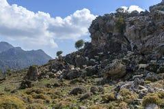 Nubi sopra le montagne fotografia stock