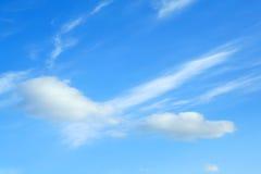 Nubi su cielo blu Fotografia Stock