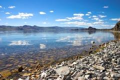 Nubi sul lago Fotografie Stock Libere da Diritti