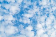 Nubi sulla priorità bassa del cielo Fotografia Stock Libera da Diritti