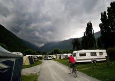 Nubi tempestose al luogo di accampamento Fotografia Stock